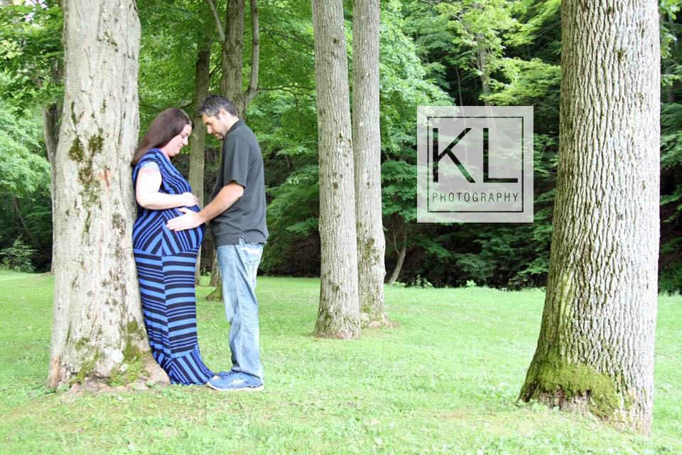 outdoor maternity photo
