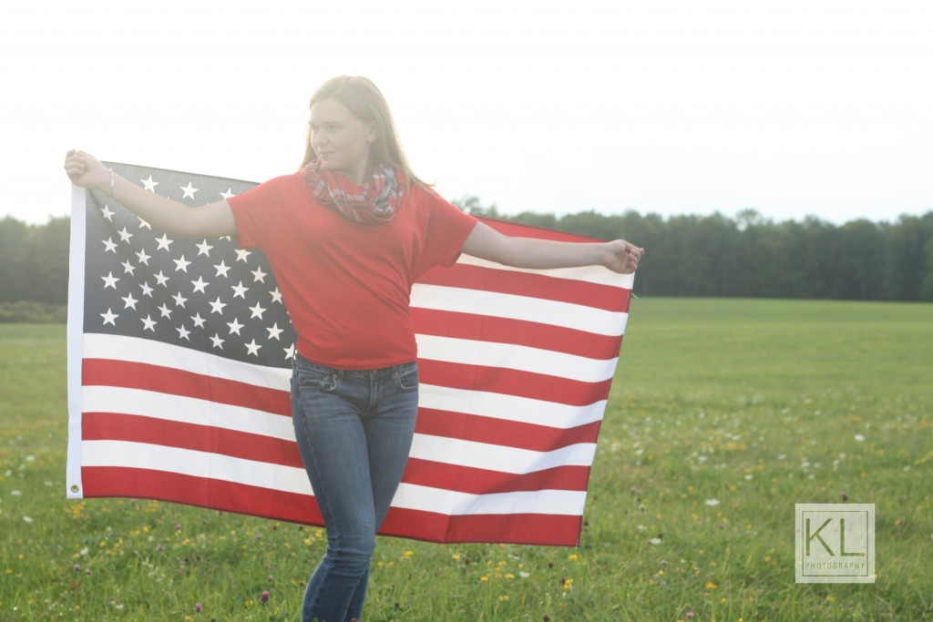 senior photo america flag
